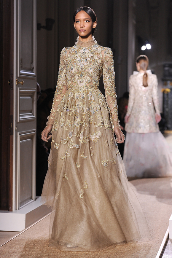 Haute couture fashion week the valentino story for Haute couture materials